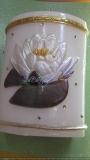 Echtwachskerze mit Seerosen-Wachsbild